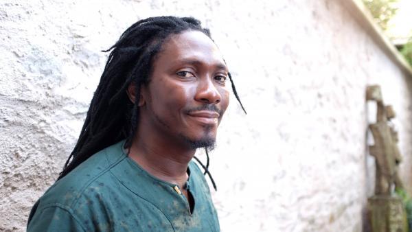 Edouard Elvis Bvouma – Prix RFI 2017 pour 'La poupée barbue'